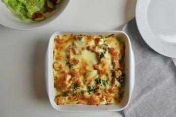 lasagne med grønkål og varmrøget laks