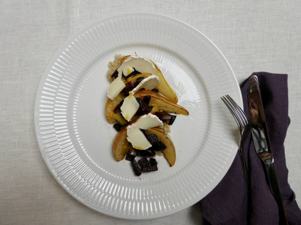 lun salat med pære og rødbede