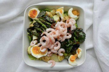 salat med asparges og rødkålsskud
