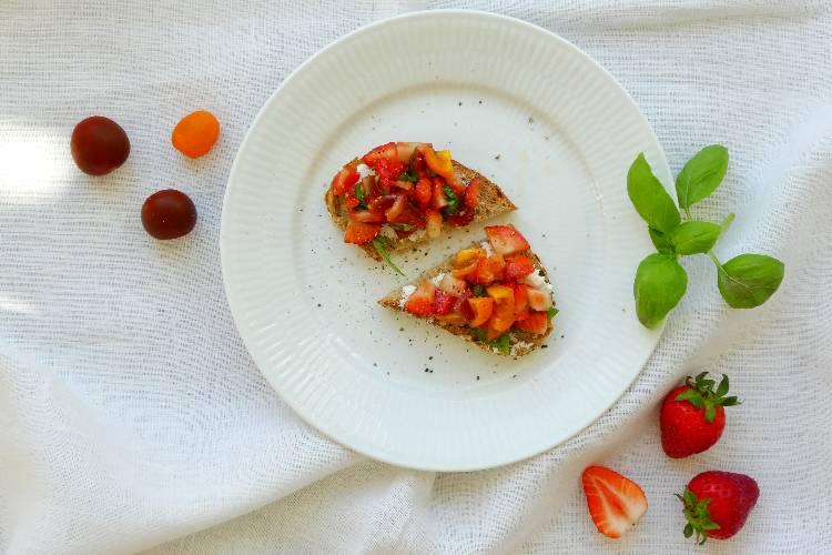 crostini med jordbær salsa