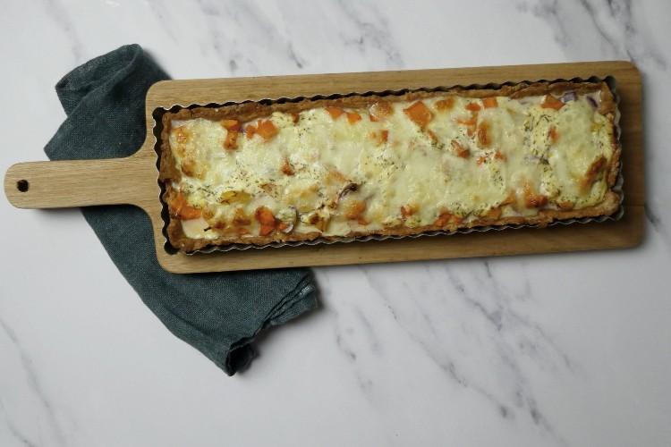 gulerodstærte med løg og timian