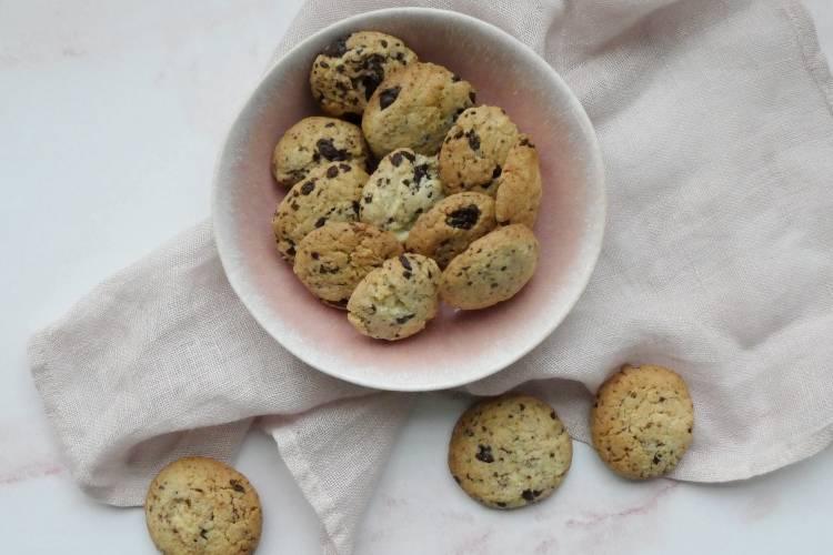 nemme cookies med marcipan og chokolade