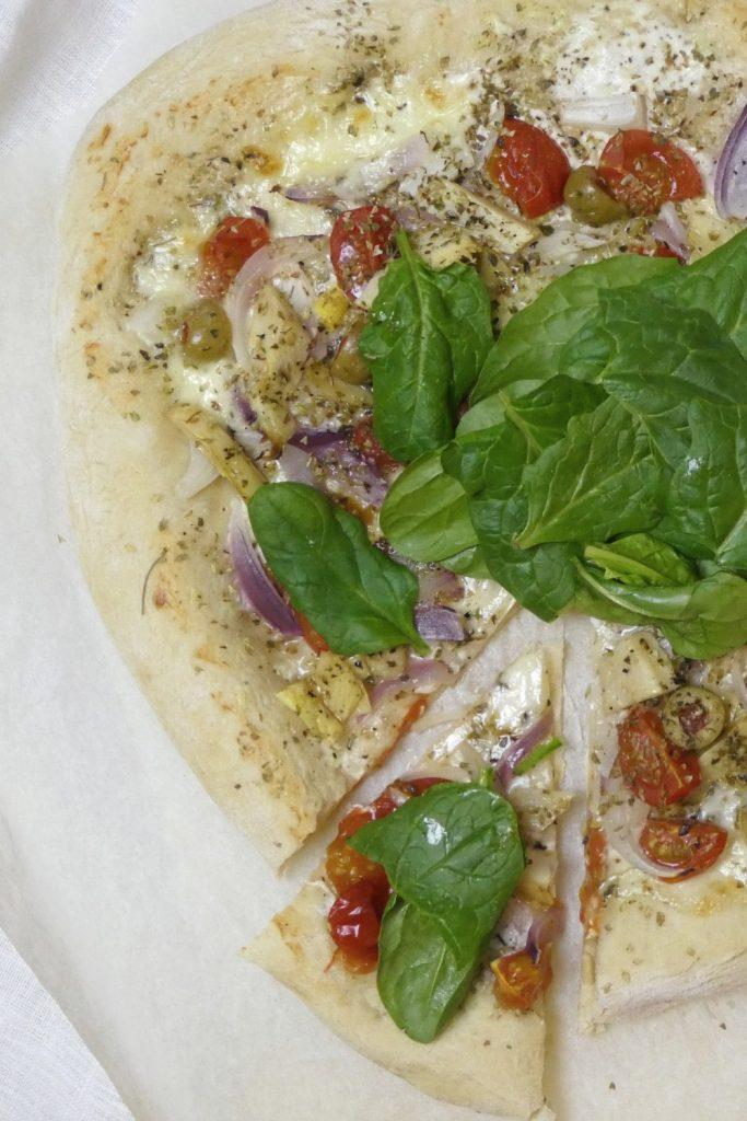 pizza med artiskokker