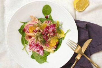 salat med gule og bolsjestribede beder