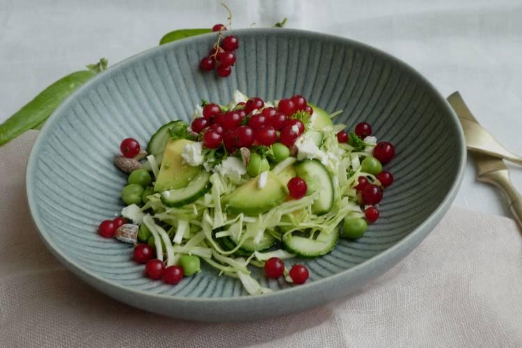 salat med ribs og ærter