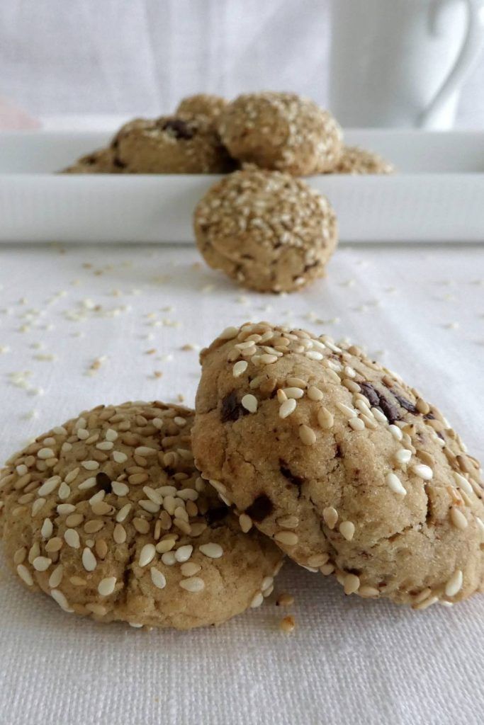 tahincookies med sesam og chokolade